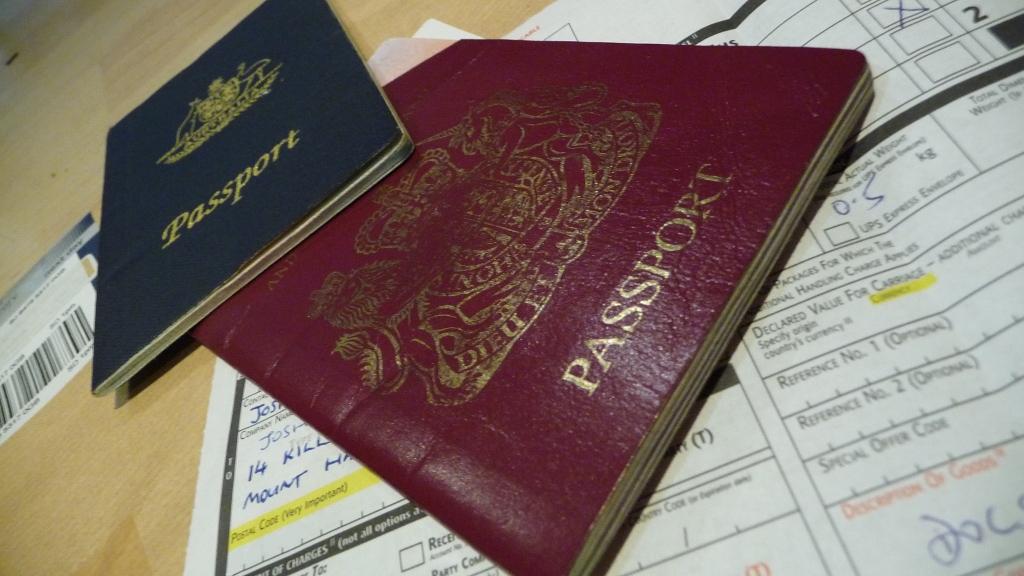 Geht ohne Ausweis wirklich nichts bei personalisierten Tickets? Bild:  John Barker, visa hell, CC BY [flickr]