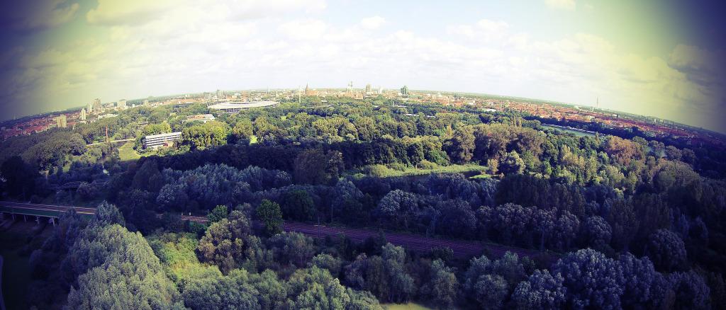Stadion aus der Luft betrachtet Bild:  Andrej Schink, Hannover Stadion Luftaufnahme, CC BY-ND [flickr]