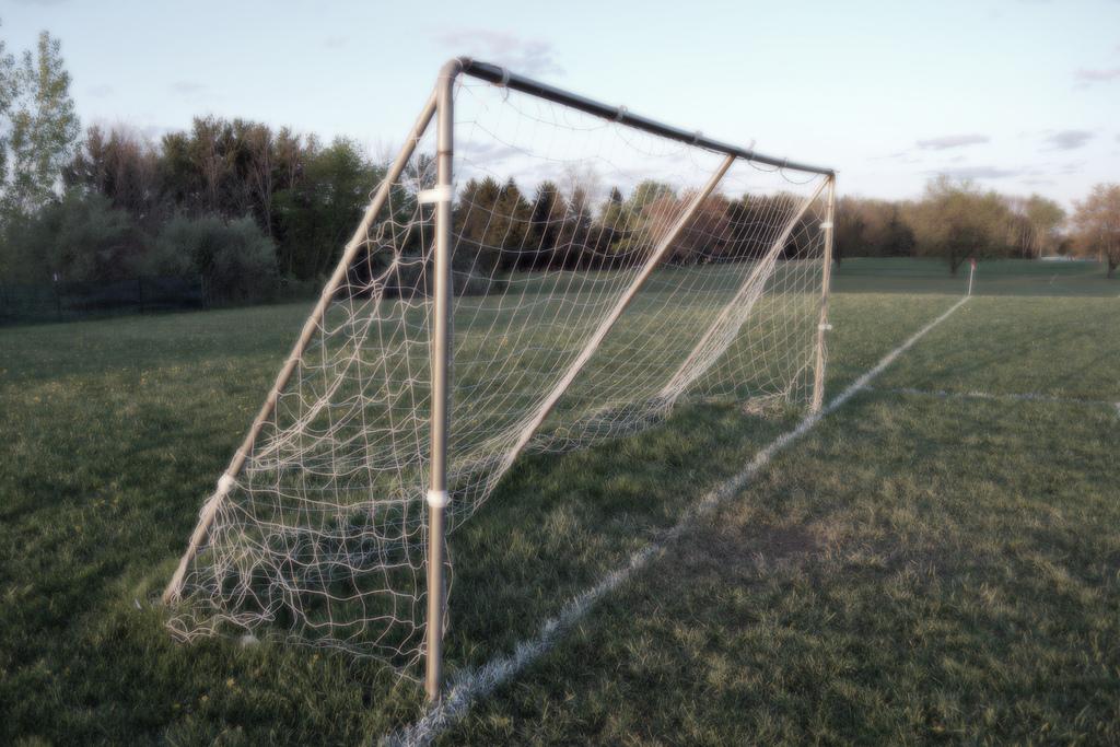 Fußball hat auf Schalke einen hohen Stellenwert. Bild: laffy4k, Soccer Goal (Side), CC BY [flickr]